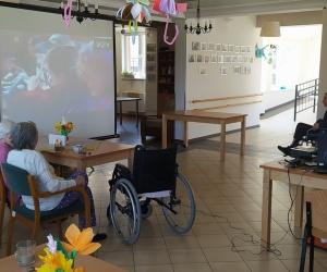Biesiada śląska na dużym ekranie w Domu Pomocy Społecznej MBNP